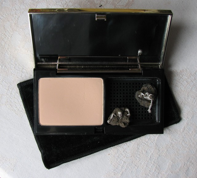 YSL Le Teint Touche Eclat Foundation Compact BR20 Review, Swatch