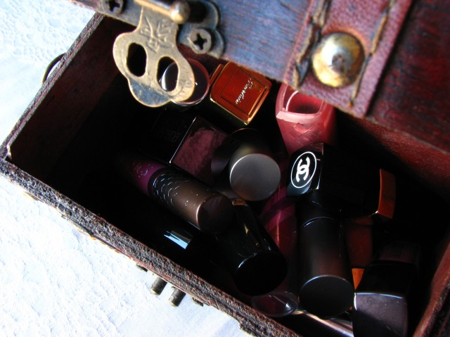 Magical Chest of Inoffensive Pink Lipsticks